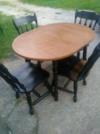 round brown wooden table with four chairs Grand Rapids, 49505