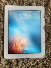 white iPad 3 mint condition open to reasonable offers 16gb 3114 km