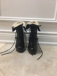 Black leather boots size 9 Toronto, M2N 7E9