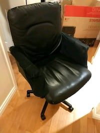 Office chair poor condition, regulatory needed Markham, L3R 2B2