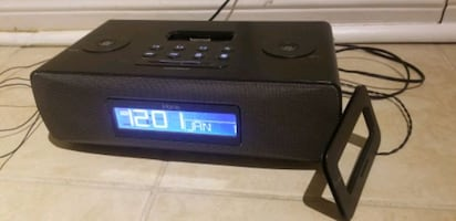 IHome Alarm Clock Radio with iPhone Connection