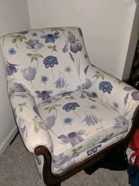 Upholstered casual chair