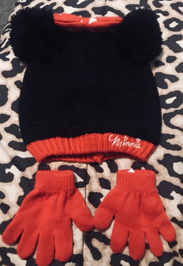 Used Little Girl s Minnie Mouse Hat   Gloves Set for sale in Dallas ... 5df3fa8b9969