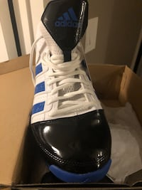 unpaired blue and white Adidas low-top sneaker Pickering, L1W 1C5