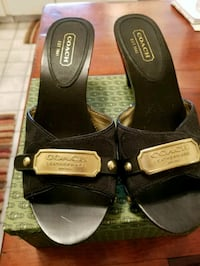 Coach slip on. Worn twice. Excellent condition. S  Arbutus