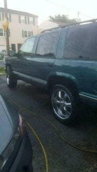 """95 """" Chevy Tahoe 123,000 miles /22"""" inch rims"""