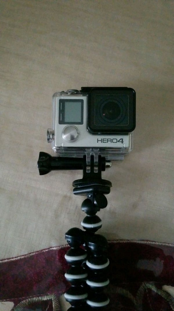 Gopro hero 4 + many accessories and original box 574263ca-4390-47d1-967a-7bd62d1817a0