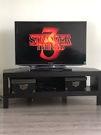 Sony Bravia Lcd comes with table,No holds or delivery.(not negotiable) Edmonton, T6E 2S7