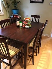 Extendable high top dining table set with 8 chairs Mississauga, L5N 6V1