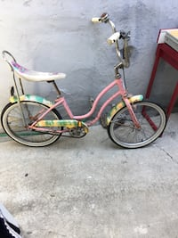 White and pink cruiser bike Los Angeles, 90035