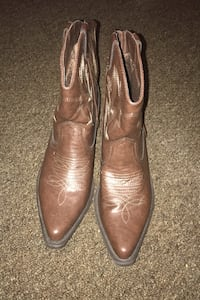 Women's cowgirl boots size 8