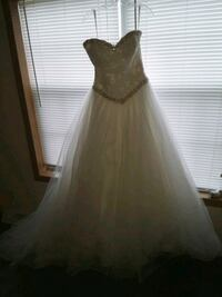 beautiful ball gown wedding dress size 12. stunnin Elkhart, 46517