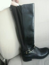 unpaired black leather knee-high boot Windsor, N8X 3X7