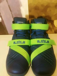 pair of blue-and-green Nike basketball shoes Yakima, 98902