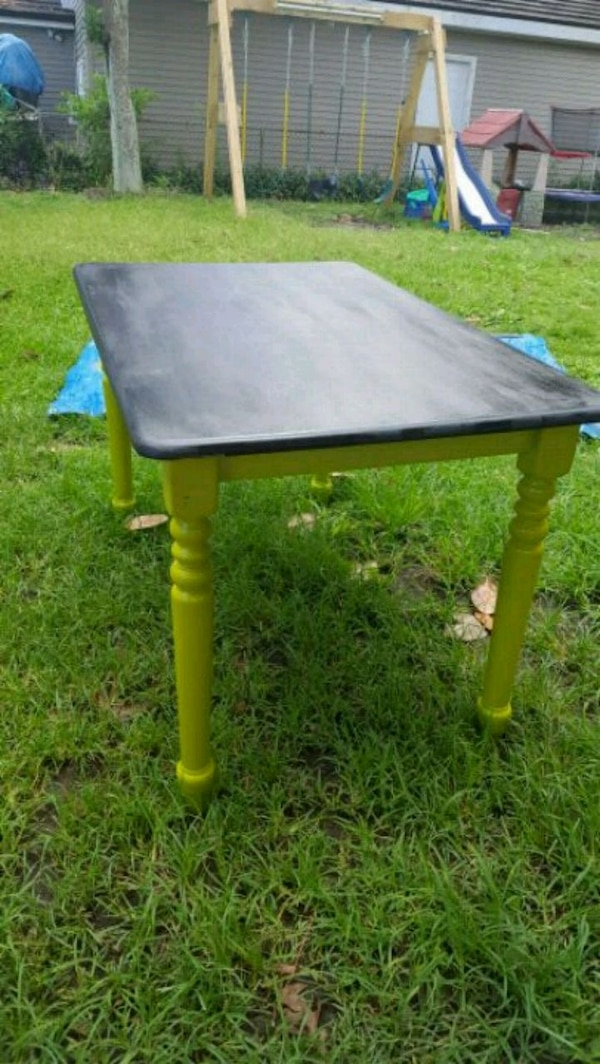 Cool Chalkboard Dining Table!