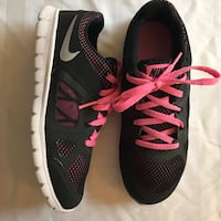 Black-and-pink nike running shoes Lancaster, 93534