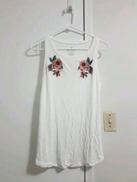 aeo white tank top with embroidery size small