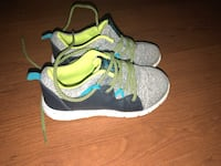 Pair of gray-and-green shoes Broussard, 70518