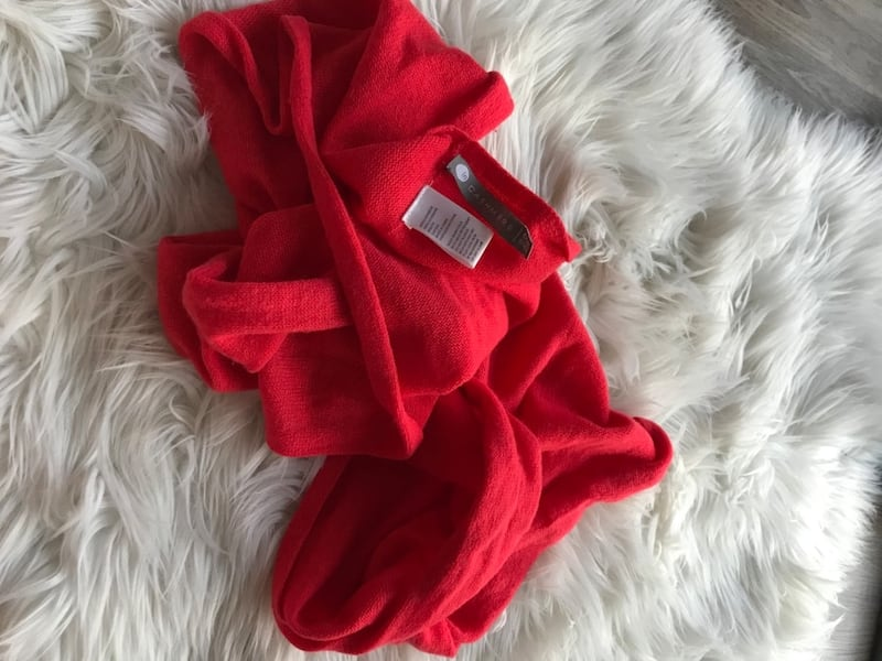 Cashmere red infinity scarf f93039c4-860d-4e86-a9c0-94bc0845128d
