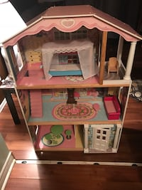 Toddler's pink and white 3-storey dollhouse 622 km