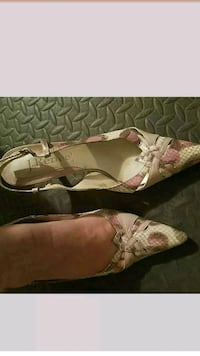 pair of brown leather open-toe sandals Los Angeles, 91405