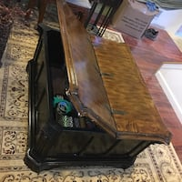 Antique coffee table and large storage Dumfries, 22026