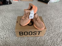 YEEZYS BOOST CLAY WOMENS SIZE 5 Charlotte, 28206
