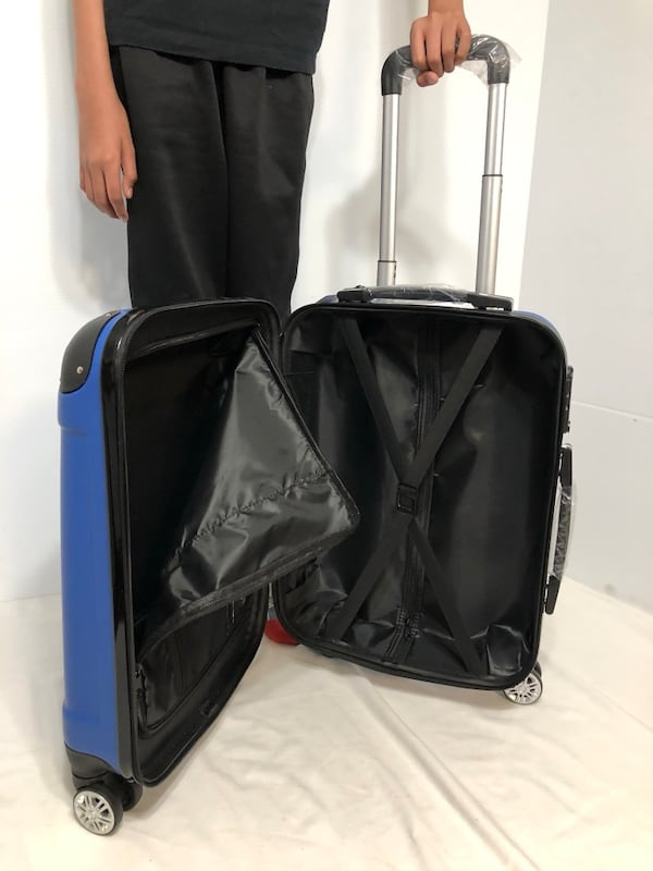 CARRY-ON LIGHTWEIGHT SPINNER LUGGAGE 1db4c9cd-a0d1-4b20-88ac-6ba43f33bcde