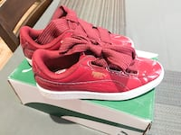 ** Youth Red Pumas - Size 5.5 ** Los Angeles