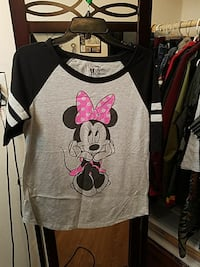 gray and black Minnie Mouse print t-shirt Madera, 93638