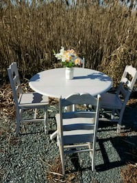 Dining room table and 4 chairs 414 mi