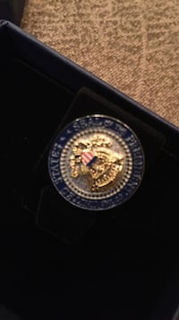 Obama Administration White House seal pin with gift box Washington, 20018
