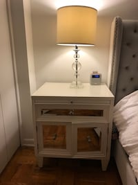 Night stand and lamp like new! New York, 11106
