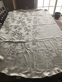 "Holiday table cloth like new for round table 71"" leesburg  Leesburg, 20176"
