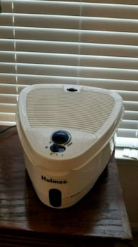Holmes cool mist humidifier. Hardly used. Berryville, 22611