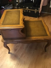 End table in good condition  152 mi