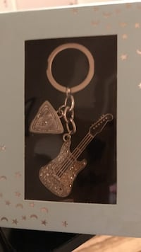 Silver diamond embellish guitar keychain Gainesville, 20155