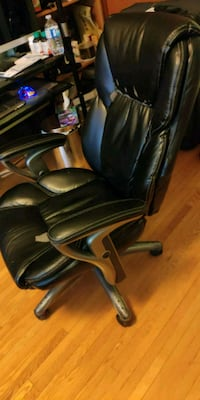 black leather padded rolling armchair 549 km