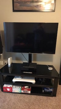 """Samsung 48"""" flat screen led TV with swivel stand TV Mount. Will Deliver in Denver area  Arvada, 80002"""