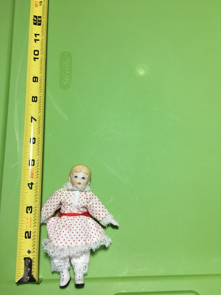 Photo Vintage russ berrie & co miniature porcelain and fabric doll