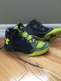 Size 6 youth Under Armour basketball shoes. CROSS POSTED Bradford West Gwillimbury, L3Z 3E9