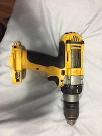 Dewalt dill 12 V no battery no charger work good Edmonton, T6C 2G4