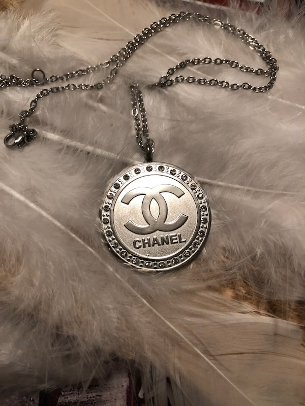 Luxury necklace surgical steel not faded like Chanel ec592b54-d8b5-4016-9a33-86812b301148
