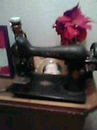 Antique Singer sewing machine from 1805 Metairie, 70001