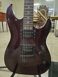Electric guitar w/ travel case