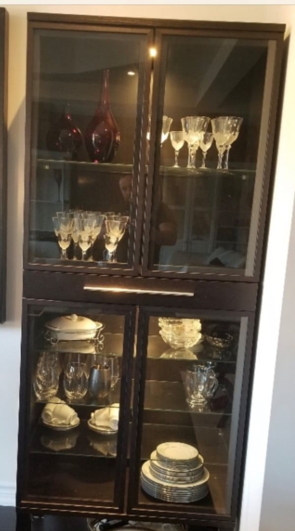 Glass cabinets with drawer ff8a8763-a5d2-44ef-9e19-bb5b4971709e