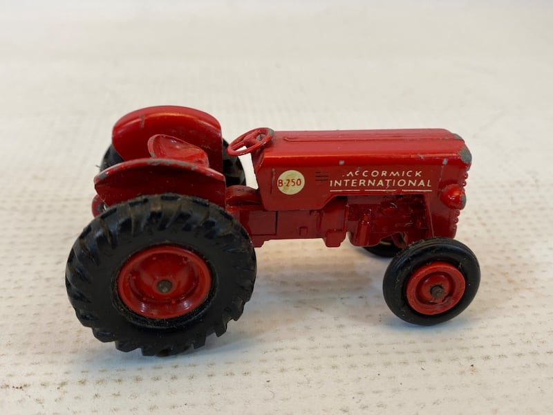 Matchbox King Size McCormick International Tractor 4 Whitlock Trailer 7