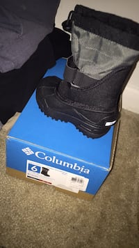 black Columbia duck boot with box