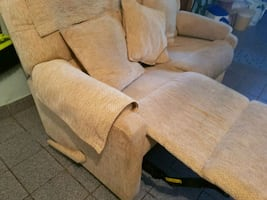 Loveseat recliner / sofa tres comfortable