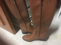 Women's boots brown size 8 brand new.